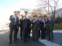 以前と同じポーズで 横浜本牧営業所の成功を願ってます!