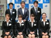 内定者と集合写真! (上段左から)小林君、安藤君(下段左から)鈴木さん、遠山さん、村岡さん、高橋さん