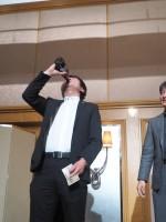 豪華景品が当たった村田君はビールをいっきです!頑張りました!