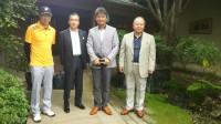左から太宰社長、藤木社長、右端が小泉専務。