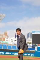 球団の小嶋さん、グローブとボールを用意していただきありがとうございます!